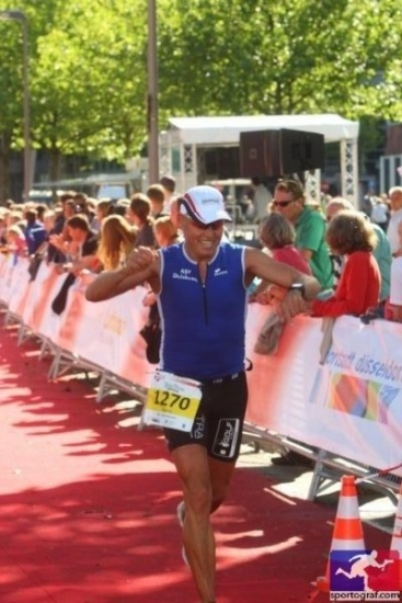 triathlet-mario-muhren-im-ziel-t3-2012